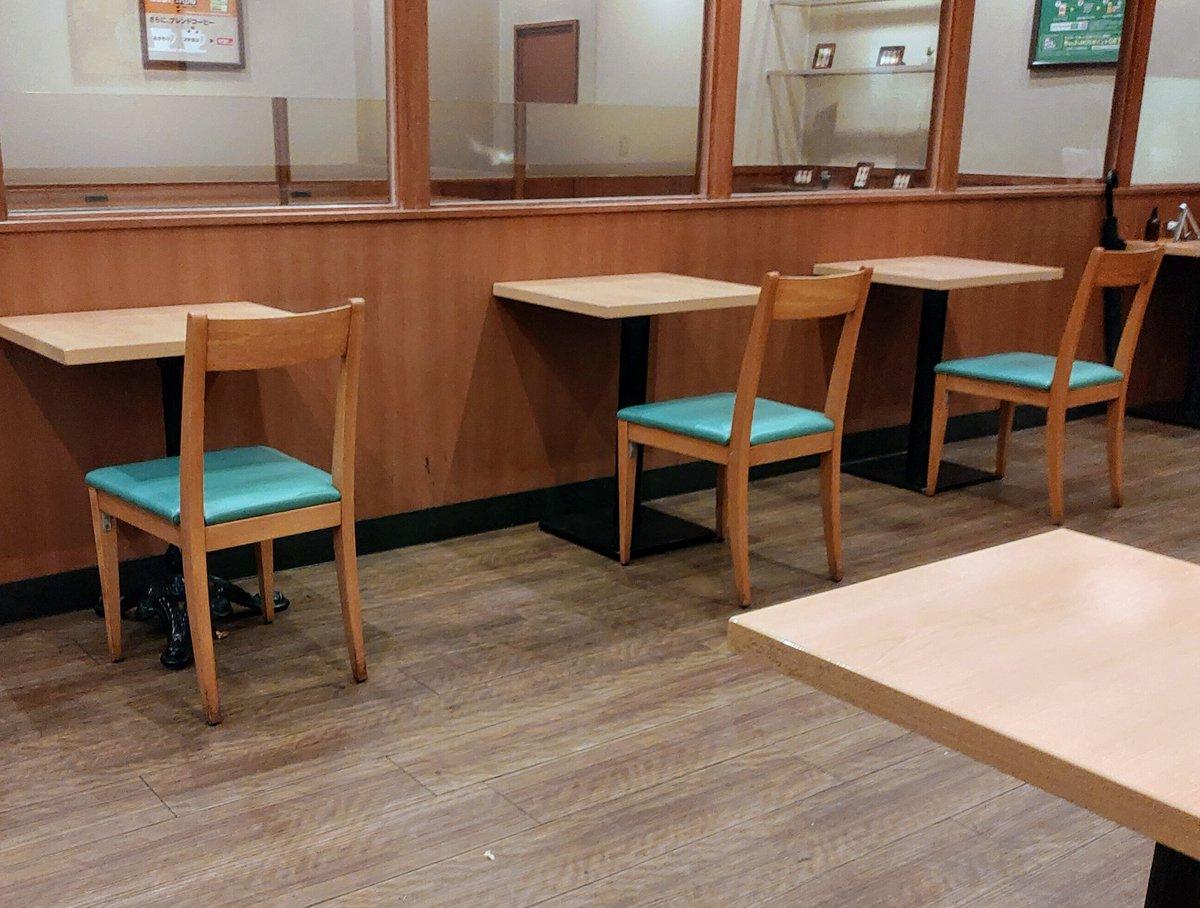 モスバーガーさん、全席壁に向かって食べる一人席だけにしてしまう