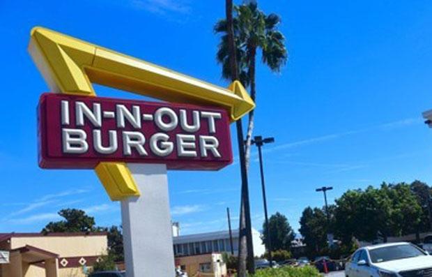 アメリカ人 新しくできたハンバーガー店に車が3キロも列を作り14時間も並んでしまう