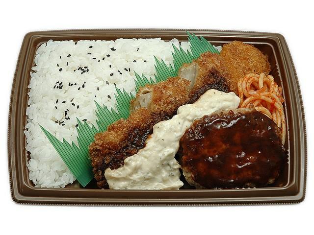 【セブンイレブン】洋風ミックス弁当のカロリーがヤバい